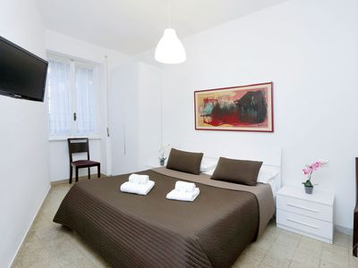 Photo for A modern and contemporary one-bedroom apartment for up to four people a short walk from the world fa