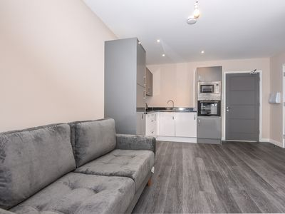 Photo for Lovely 1 bedroom apartment close to Heathrow