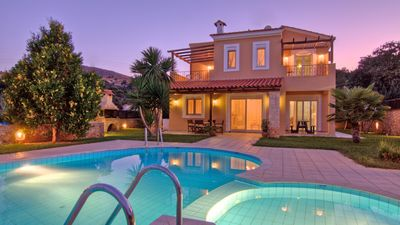 Photo for Villas with pool for 8 people only 7 km from Rethymno