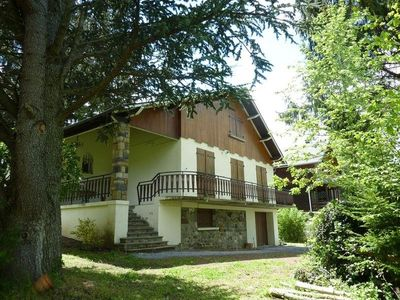Photo for Chalet Chambon-sur-Lac, 5 bedrooms, 14 persons