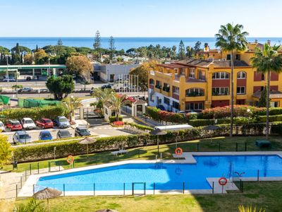 Photo for One bedroom Apartment, sleeps 2 with Pool, Air Con and Walk to Beach & Shops