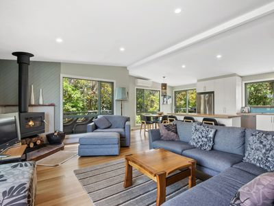 Photo for AWEL-Y-MOR - FREE WIFI, PETS WELCOME, FOXTEL & A FLAT WALK TO THE BEACH