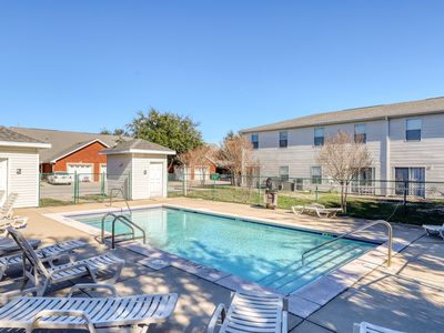 Photo for Gorgeous townhome with shared pool & playground - Central location near beaches