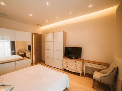 Photo for Beautiful 2 bedroom apartment in the cen