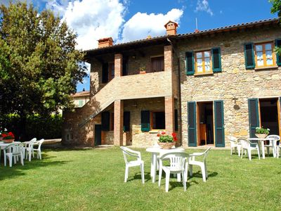 Photo for Cosy apartment for 4 people with pool, TV, pets allowed and parking, close to San Gimignano