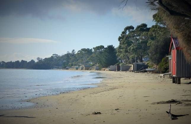 Bruny Beachside.Includes 2 Houses- up to 22 guests