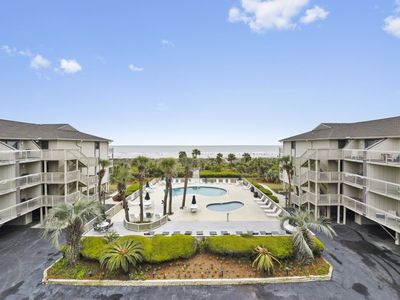 "Photo for This 1 bedroom / 1 bath Oceanfront Villa is located in the heart of ""downtown"" Hilton Head and f"