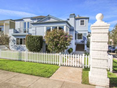 Photo for Spacious SF Sublime House / Free Parking, 4Bd & 4.5 Br