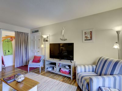 Photo for 0.9 Miles to Beach, Stroll to the Pier, Restaruants and Night Life! New Tv!