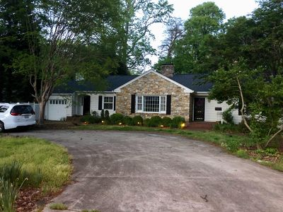 Photo for Elegant Pet Friendly Ranch Home close to everything!