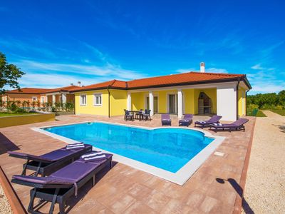 Photo for New! Luxurious private villa w / pool for 6 people