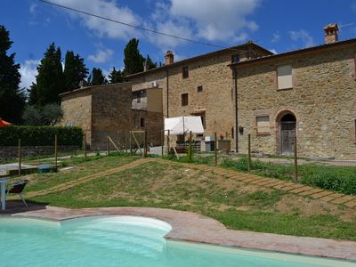 Photo for Rural house with swimming pool, in central Tuscany for culture and sea