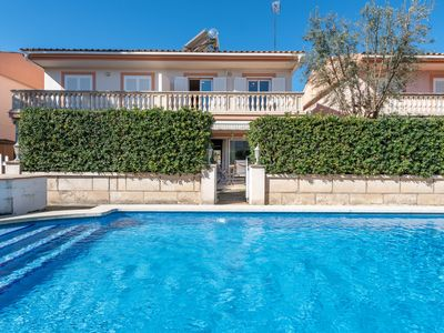 Photo for Close to the beach and with communal pool – Casa Montevideo