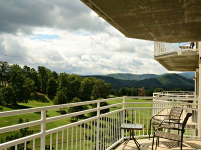 Photo for Golf Vista #152-SEPTEMBER SPECIAL15-25% Pigeon Forge-Luxury condo-Private Balcony, WiFi, Jacuzzi Tub