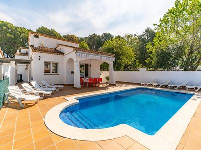 Photo for Odri: Villa with private pool located in a very quiet area