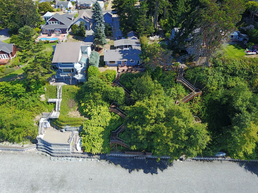 Get cozy at the camano sunset beach cottage vrbo the beach cottage is in the middle of the photo see middle beach stairs nvjuhfo Image collections