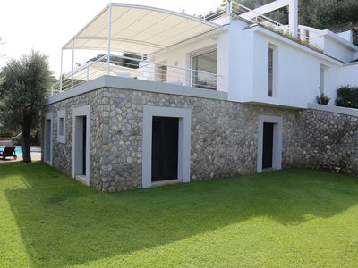 Photo for Villa with garden and pool and views of the Gulf of Naples and Mount Vesuvius
