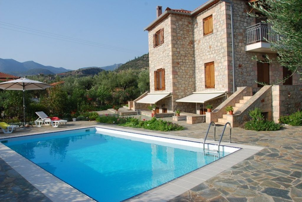 \'Eleonas Houses\' traditional villas with swimming pool in Kardamyli -  Ditiki Mani