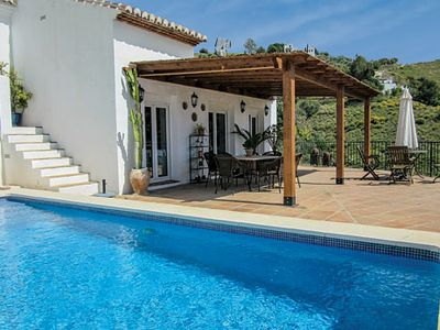 Photo for Countryside villa w/ sun terrace, pool and wi-fi 3km from the village