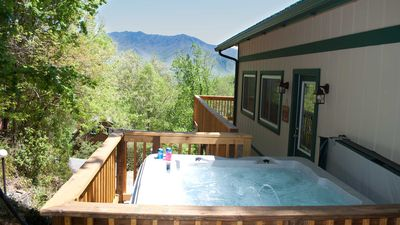 Great Cabin, Great Rates, Great Location, Great Views of the Great Smoky Mtns.