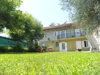 Clean, comfortable farmhouse style accommodation in the heart of Piedmont vineyards.