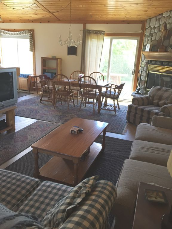 3 Bedroom Private Lakefront vacation rental on 10,000 acre Big Manistique Lake