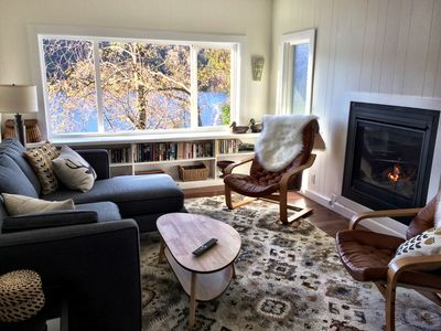 Cosy Living room lake side with gas fireplace