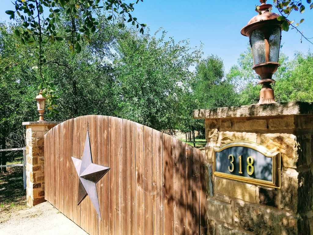 Mesquite Retreat - Lovely Country Home, 30min to Austin, 10min to COTA track