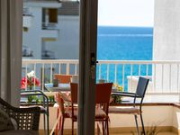 This appartment is really close to the nice Fenals beach, is well maintained, well equiped.
