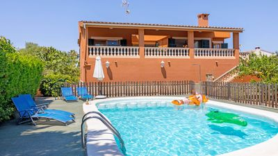 Photo for Pretty house with pool just 400 meters from the beach