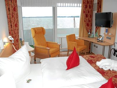 Photo for Double room to the lake side, shower, toilet. - Private hotels Dr. med. Lohbeck GmbH & Co. KG Seehotel
