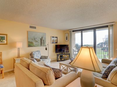 Photo for A quiet beach getaway with shared pool/hot tub, an ocean view, and tennis courts