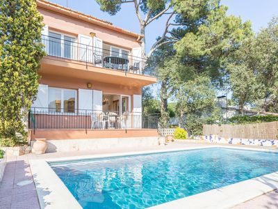 Photo for Apartment near the sea with shared swimming pool in Costa Brava