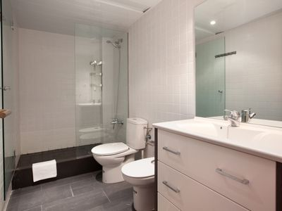 Photo for Spacious apartment with terrace full of elegance 5 minutes from Parc Güell