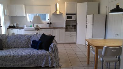 Photo for The Coast Shack - steps to Broadwater,Beach,Cafes, Unlimited WiFi, Air Con