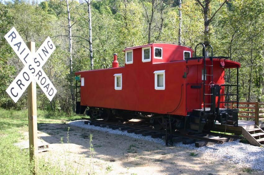 Romantic Get-a-Way!! 1954 Rail Road Caboose!! Relaxing Hot Tub! - De Soto