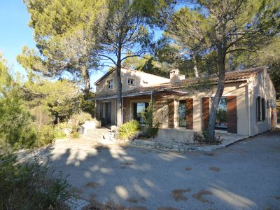 Photo for Provencal villa on the heights of La Bastidonne, luberon
