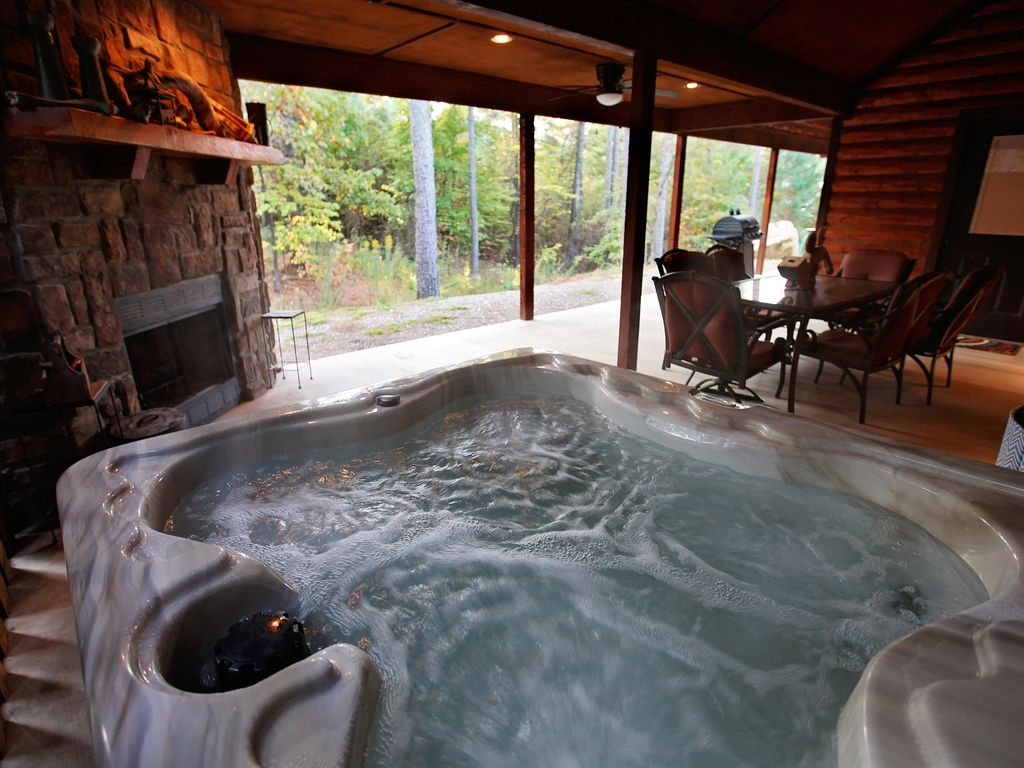 ultra luxury cabin wifi tub indoor homeaway broken bow