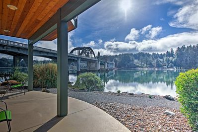 Enjoy stunning views of the Siuslaw River Bridge from this 2-bed, 2-bath condo.