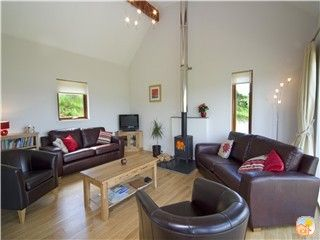 Photo for Luxury cottage with Jacuzzi on shore of sea loch, near Oban