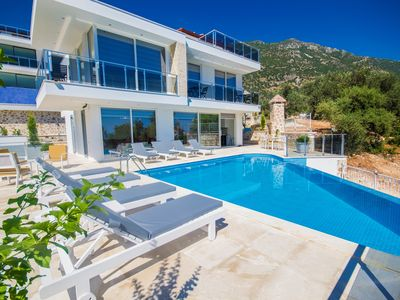 Photo for Luxury Villa for 8 with Private Pool and Sea Views