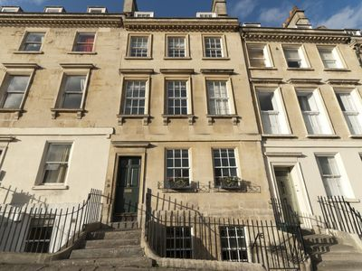 Photo for Splendid 7 bedroom Georgian self catering town house in central Bath