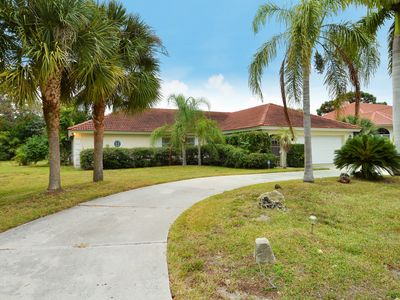 Photo for Cozy, spacious vacation villa with private pool, 3 miles from Siesta Key Beach