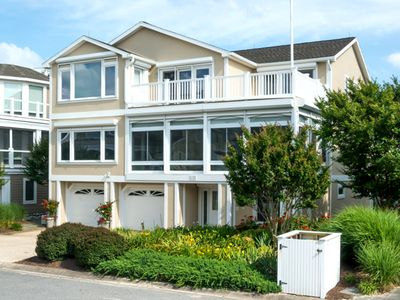 Photo for Spectacular Family/Entertaining Home in Cape Shores