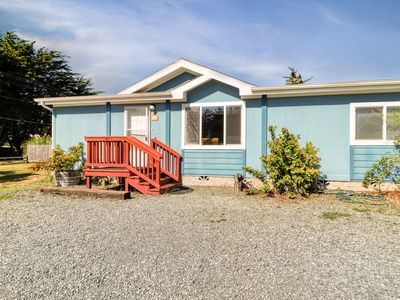 Photo for Dog-friendly duplex home w/ full kitchen & yard - close to the ocean!