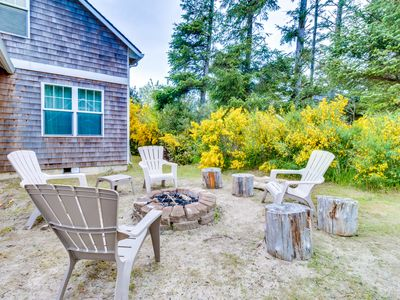 Dog-friendly beach house on nature preserve! Includes private hot tub, game room
