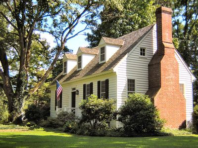 Getaway Cottage on River Road. Canal Towpath & Great Restaurants Nearby.