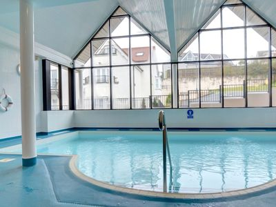 Photo for Apartment with shared swimming pool and wonderful views across the bay
