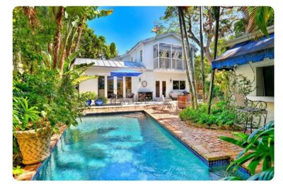 Large 6 BR House In Miami
