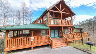 Luxury Log Cabin, Conveniently located with view of Mt LeCompte